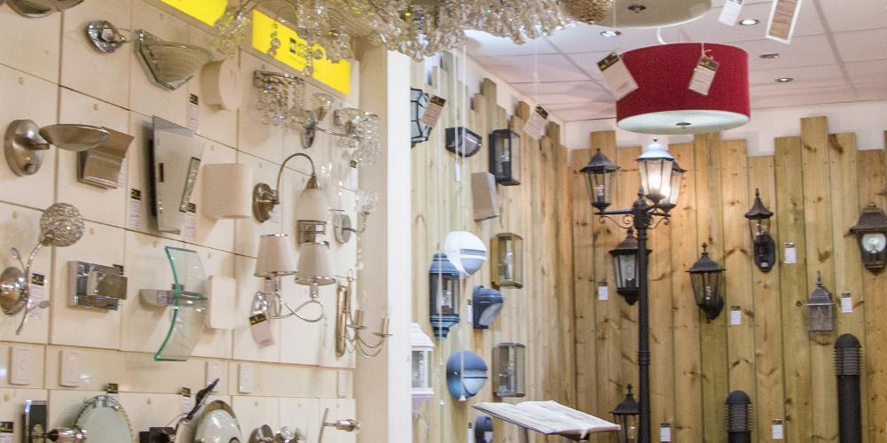 lighting london lights london hitchcock king. Black Bedroom Furniture Sets. Home Design Ideas